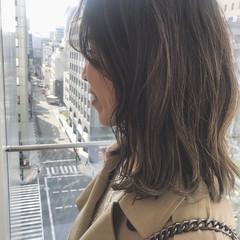 カーキ ボブ ウルフカット ハイライト ヘアスタイルや髪型の写真・画像
