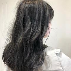 ブルージュ ブルーアッシュ グレーアッシュ セミロング ヘアスタイルや髪型の写真・画像