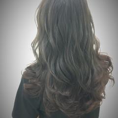 ロング くせ毛風 ストリート オリーブアッシュ ヘアスタイルや髪型の写真・画像