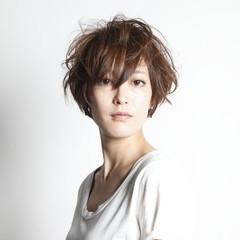 ウェットヘア かっこいい ストリート 透明感 ヘアスタイルや髪型の写真・画像