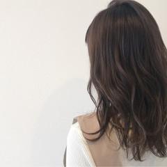 ミディアム アッシュ フリンジバング イルミナカラー ヘアスタイルや髪型の写真・画像