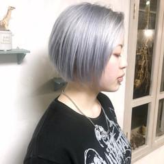 アッシュグレージュ ブリーチカラー 派手髪 ショート ヘアスタイルや髪型の写真・画像