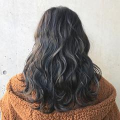 セミロング ゆるふわ ハイトーン ナチュラル ヘアスタイルや髪型の写真・画像