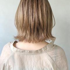 ミディアム ミニボブ ナチュラル 切りっぱなしボブ ヘアスタイルや髪型の写真・画像