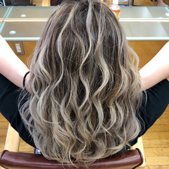 ブリーチ 外国人風カラー ホワイトブリーチ バレイヤージュ ヘアスタイルや髪型の写真・画像