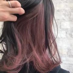インナーカラーパープル #インナーカラー インナーピンク ストリート ヘアスタイルや髪型の写真・画像