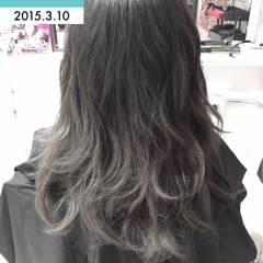 巻き髪 ロング グラデーションカラー グレー ヘアスタイルや髪型の写真・画像