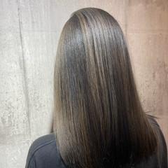 エクステ ミルクティーベージュ ホワイトシルバー セミロング ヘアスタイルや髪型の写真・画像