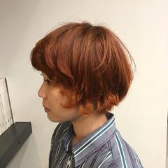 ウルフカット 外ハネ オレンジ イエロー ヘアスタイルや髪型の写真・画像