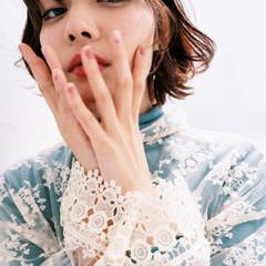フェミニン シースルーバング ミニボブ 切りっぱなしボブ ヘアスタイルや髪型の写真・画像