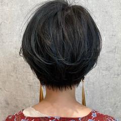 ママヘア ネイビーアッシュ ハイライト ハンサムショート ヘアスタイルや髪型の写真・画像