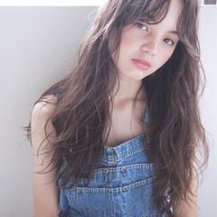 小顔 ニュアンス パーマ アッシュ ヘアスタイルや髪型の写真・画像