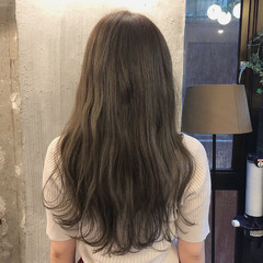くすみカラー ゆるふわ ウェーブ アンニュイほつれヘア ヘアスタイルや髪型の写真・画像