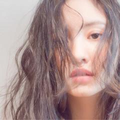 アンニュイ 小顔 ニュアンス ミディアム ヘアスタイルや髪型の写真・画像