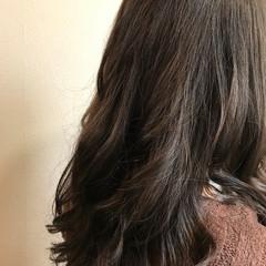 アッシュグレージュ 暗髪 外国人風カラー セミロング ヘアスタイルや髪型の写真・画像