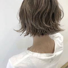 ナチュラル 切りっぱなしボブ ハイライト グレージュ ヘアスタイルや髪型の写真・画像