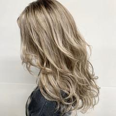 ミルクティーベージュ ミルクティカラー エレガント ロング ヘアスタイルや髪型の写真・画像