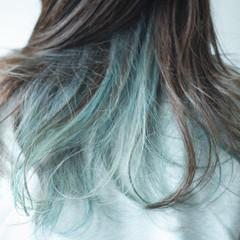 インナーカラー アッシュ ナチュラル グリーン ヘアスタイルや髪型の写真・画像