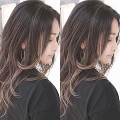 ロング ナチュラル バレイヤージュ ハイライト ヘアスタイルや髪型の写真・画像