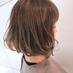 ナチュラル ハイライト ハイトーン ベージュ ヘアスタイルや髪型の写真・画像