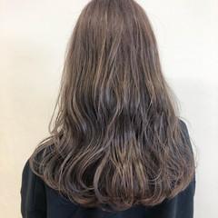 ミルクティーベージュ ベージュ セミロング ブリーチカラー ヘアスタイルや髪型の写真・画像