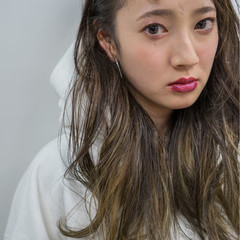 ハイライト ロング 外国人風 ストリート ヘアスタイルや髪型の写真・画像