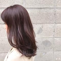 ベージュ セミロング ベリーピンク ナチュラル ヘアスタイルや髪型の写真・画像