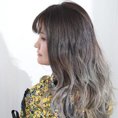 セミロング ダークグレー ホワイトカラー エレガント ヘアスタイルや髪型の写真・画像
