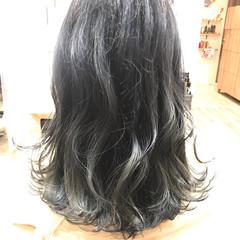 イルミナカラー ナチュラル セミロング グレージュ ヘアスタイルや髪型の写真・画像