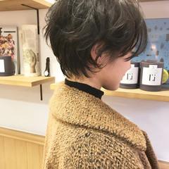 大人女子 ウェーブ かっこいい ナチュラル ヘアスタイルや髪型の写真・画像