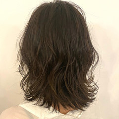 ナチュラル オリーブグレージュ オリーブベージュ トレンド ヘアスタイルや髪型の写真・画像