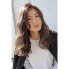 アッシュベージュ 外国人風 アッシュグレージュ ロング ヘアスタイルや髪型の写真・画像