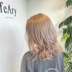 ガーリー ミルクティーグレージュ ミディアム ハイトーンカラー ヘアスタイルや髪型の写真・画像