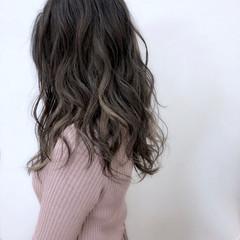 ナチュラル ハイライト インナーカラー セミロング ヘアスタイルや髪型の写真・画像