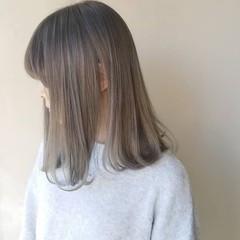 ホワイトグレージュ ナチュラル 透明感カラー ハイトーンカラー ヘアスタイルや髪型の写真・画像