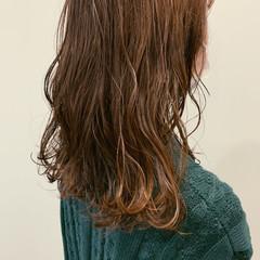オリーブベージュ アッシュベージュ ナチュラル オリーブアッシュ ヘアスタイルや髪型の写真・画像