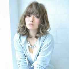 アッシュ ミディアム フェミニン 前髪あり ヘアスタイルや髪型の写真・画像