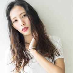 ロング 外国人風 前髪あり かき上げ前髪 ヘアスタイルや髪型の写真・画像