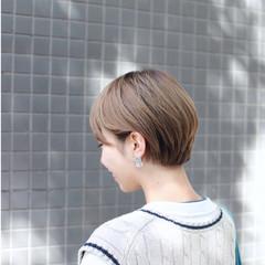 ハイトーン ハイトーンカラー モード 前下がりショート ヘアスタイルや髪型の写真・画像