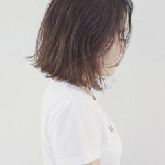 バレイヤージュ 外国人風カラー 外ハネ ナチュラル ヘアスタイルや髪型の写真・画像