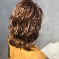 ヌーディベージュ ベージュ ヌーディーベージュ セミロング ヘアスタイルや髪型の写真・画像