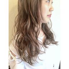 グレージュ ブルーアッシュ ナチュラル 外国人風 ヘアスタイルや髪型の写真・画像