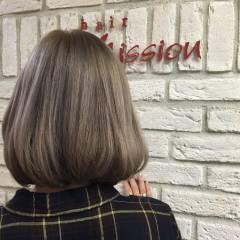 ボブ ブラウンベージュ アッシュグレージュ ハイトーン ヘアスタイルや髪型の写真・画像