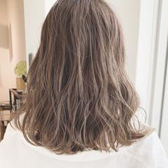ミルクティーグレージュ アンニュイほつれヘア ミディアム 外国人風カラー ヘアスタイルや髪型の写真・画像