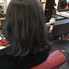 グレー ブルージュ グレーアッシュ ミディアム ヘアスタイルや髪型の写真・画像