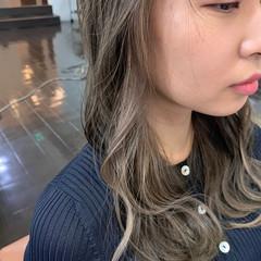 セミロング イヤリングカラー ブリーチカラー インナーカラー ヘアスタイルや髪型の写真・画像