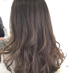 アッシュ グレージュ ゆるふわ ロング ヘアスタイルや髪型の写真・画像