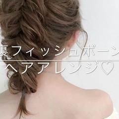 セミロング 編み込み フィッシュボーン フェミニン ヘアスタイルや髪型の写真・画像