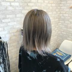 ホワイトアッシュ ホワイトベージュ ブリーチカラー ストリート ヘアスタイルや髪型の写真・画像