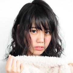 セミロング 黒髪 フェミニン パーマ ヘアスタイルや髪型の写真・画像